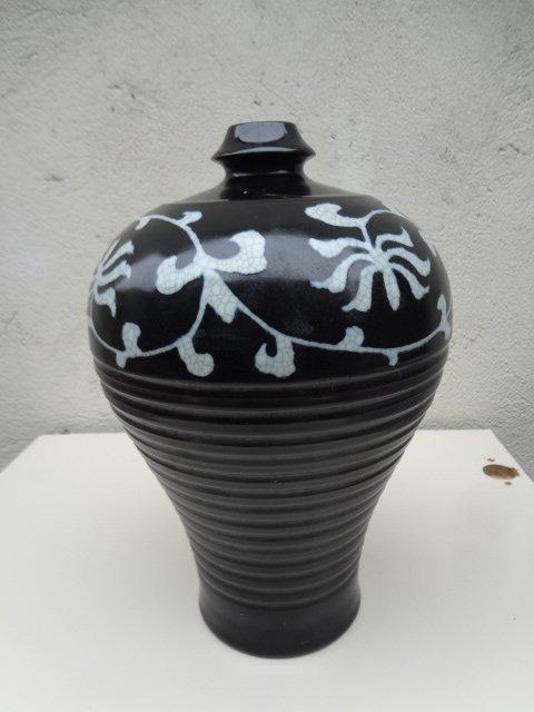 Rare Ming Dynasty Ge-yao Black Glaze Meiping