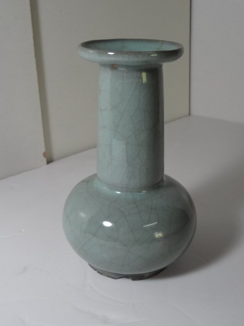 Important Song Dynasty Long Neck Guan-yao Vase