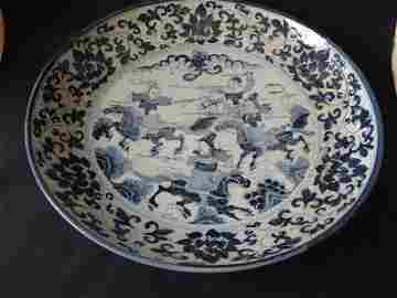 Elegant Ming Dynasty Jiajing Charger with Warriors