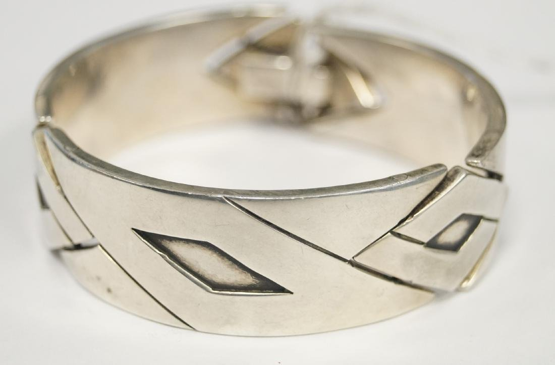 MEXICAN TAXCO STERLING PANEL HINGED BRACELET, SIGNED JJ