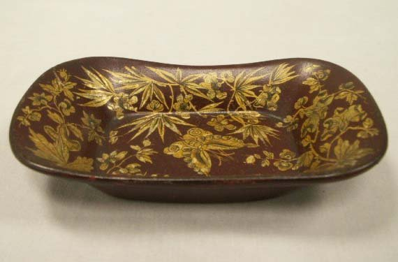 1018: ENGLISH GILT DECORATED LACQUERED RING TRAY