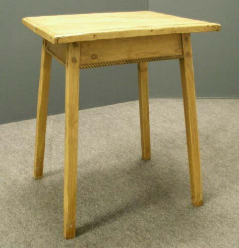 11: CONTINENTAL PINE SPLAY-LEG STAND