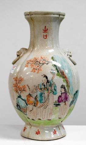 CHINESE FAMILLE ROSE DECORATED PORCELAIN VASE WITH