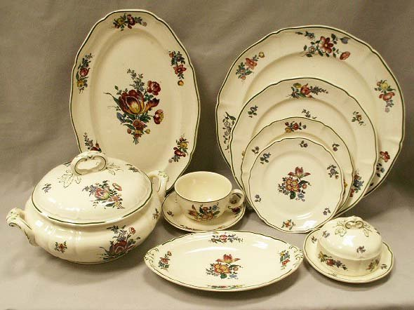 1084 french villeroy and boch mettlach dinner service lot 1084. Black Bedroom Furniture Sets. Home Design Ideas