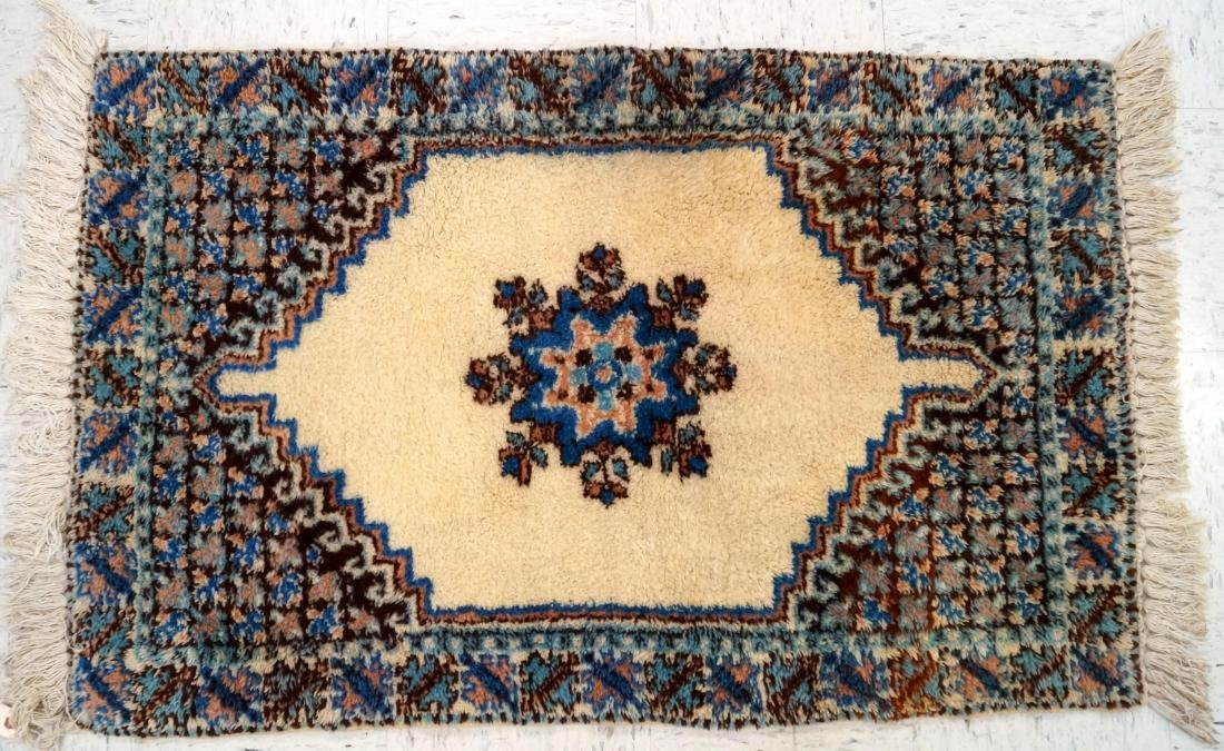 """MOROCCAN STYLE RUG. 32 X 49"""""""