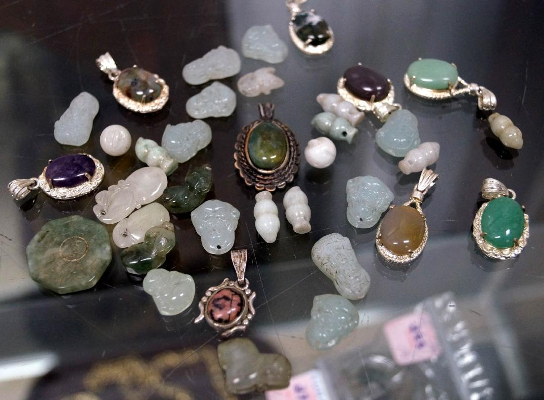 LOT ASSORTED CHINESE JADE, HARDSTONE, AGATE BEADS,