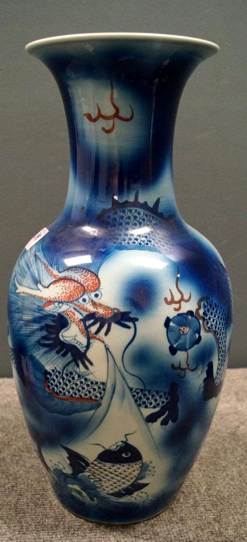 CHINESE DECORATED PORCELAIN VASE, BEARING SPURIOUS