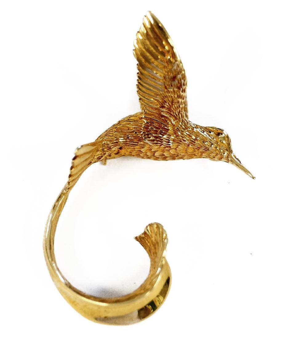 14K YELLOW GOLD HUMMINGBIRD BROOCH, SIGNED G. MCKOY.