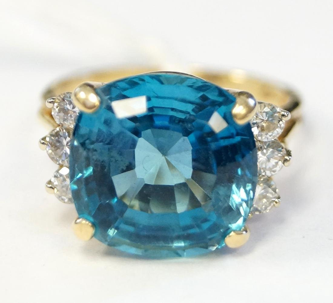18K YELLOW GOLD 10.15 CT CUSHION SQUARE CUT BLUE TOPAZ
