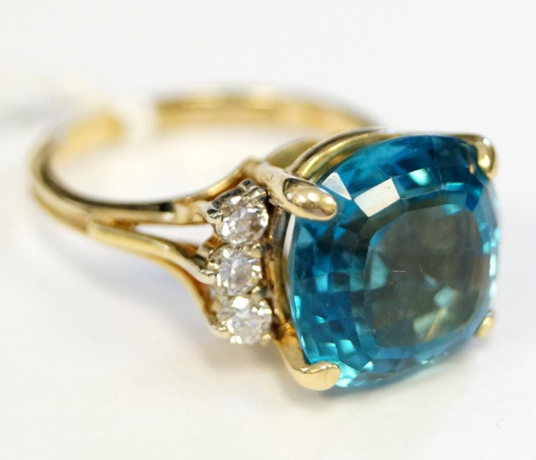 18K YELLOW GOLD 10.15 CT CUSHION SQUARE CUT BLUE TOPAZ - 2