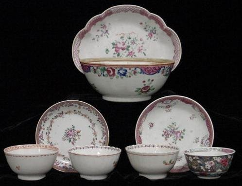 2002: LOT (8) CHINESE EXPORT PORCELAINS