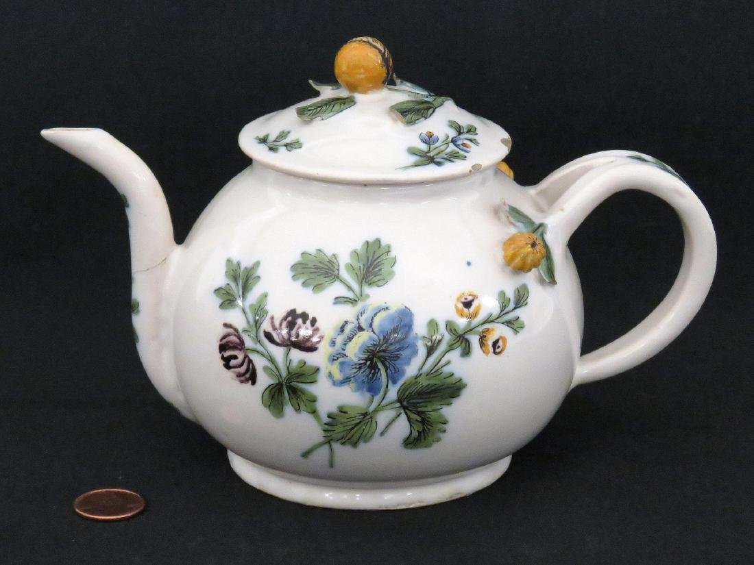 ITALIAN LE NOVE FAIENCE DECORATED TEAPOT, 18TH CENTURY.