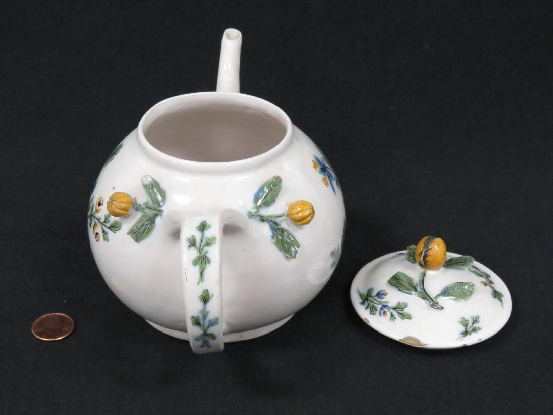 ITALIAN LE NOVE FAIENCE DECORATED TEAPOT, 18TH CENTURY. - 2