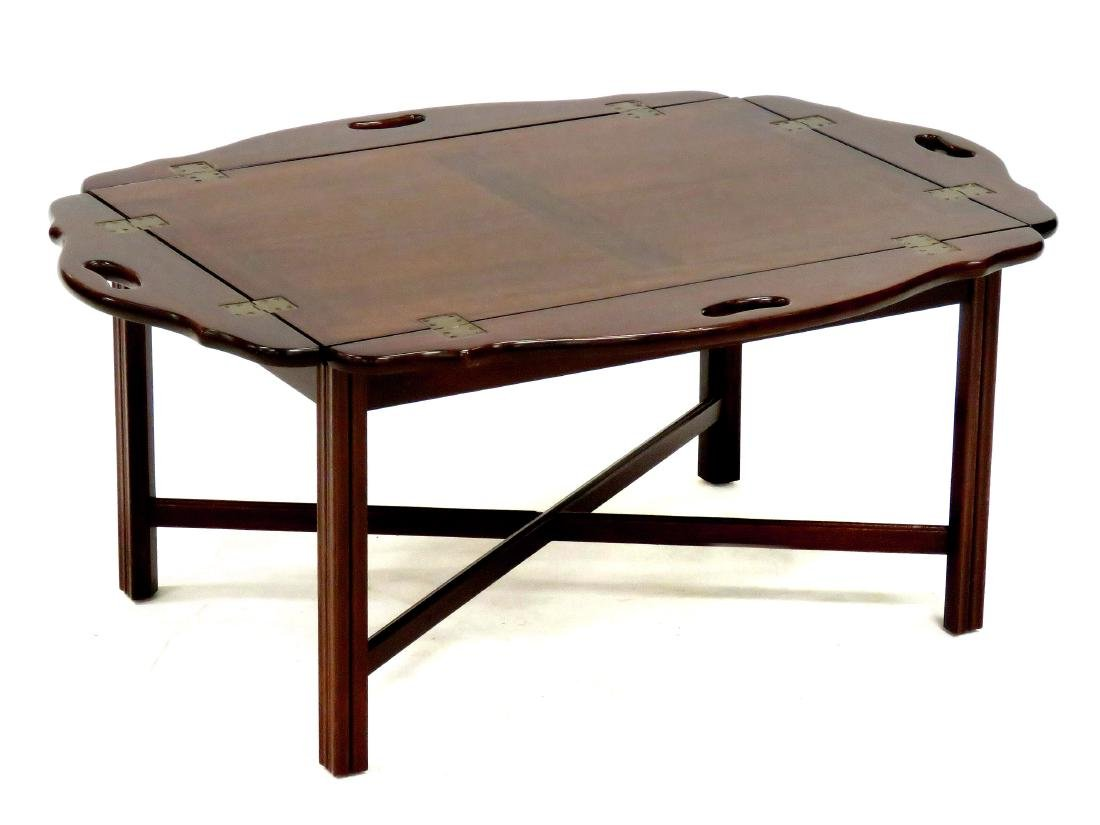 CHIPPENDALE STYLE CARVED MAHOGANY BUTLER'S TRAY TABLE.