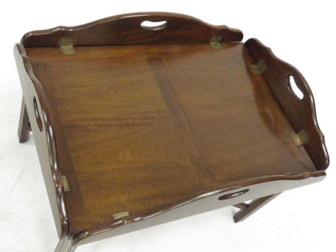CHIPPENDALE STYLE CARVED MAHOGANY BUTLER'S TRAY TABLE. - 3