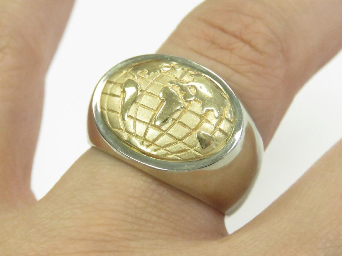 14K WHITE/YELLOW GOLD WORLD GLOBE RING. RING SIZE 8 3/4;