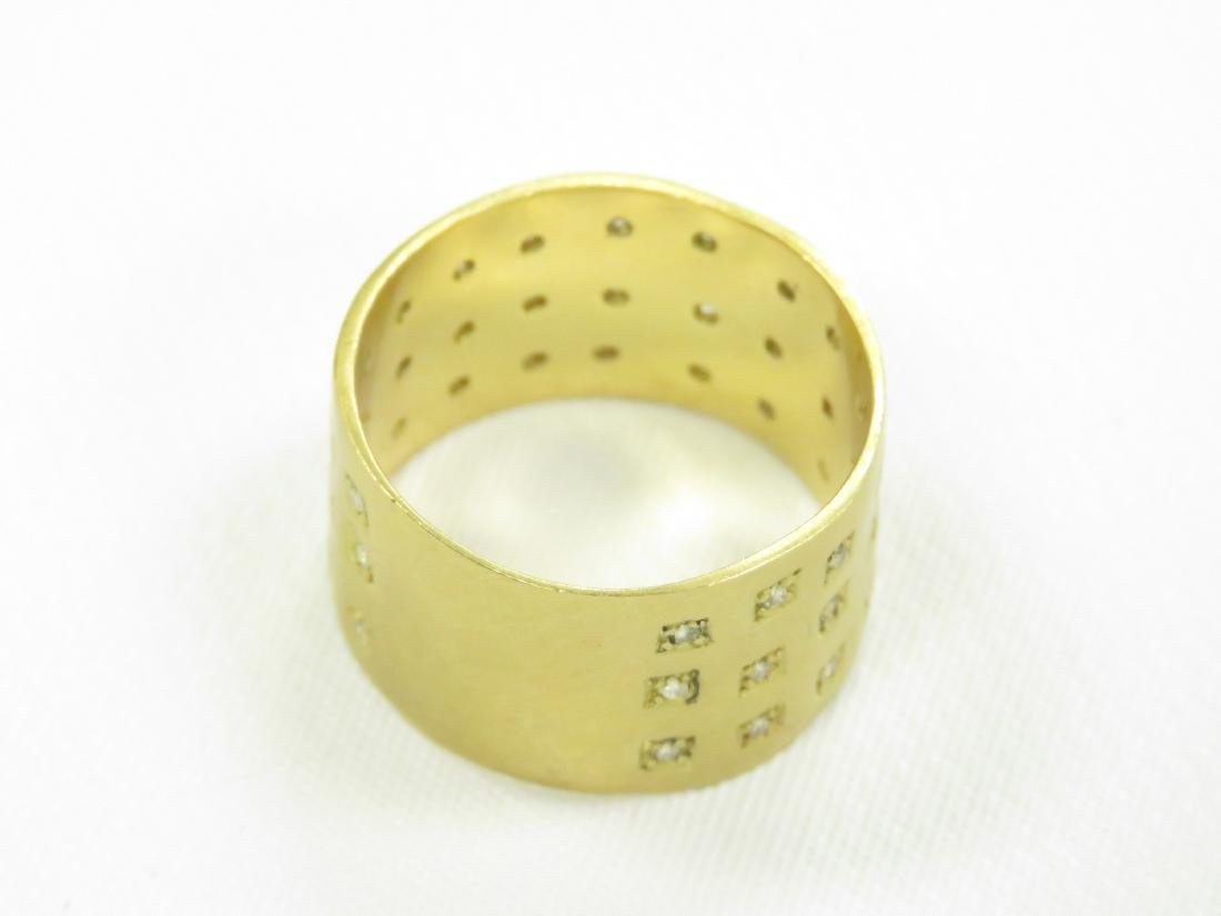 750 BURNISHED YELLOW GOLD BAND SET WITH (42) 1.0MM - 2