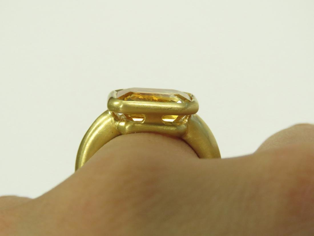 750 BURNISHED YELLOW GOLD AND EMERALD-CUT CITRINE RING. - 3