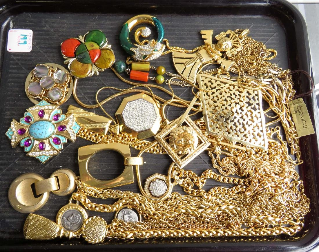 LOT ASSORTED COSTUME JEWELRY NECKLACES INCLUDING ALANA