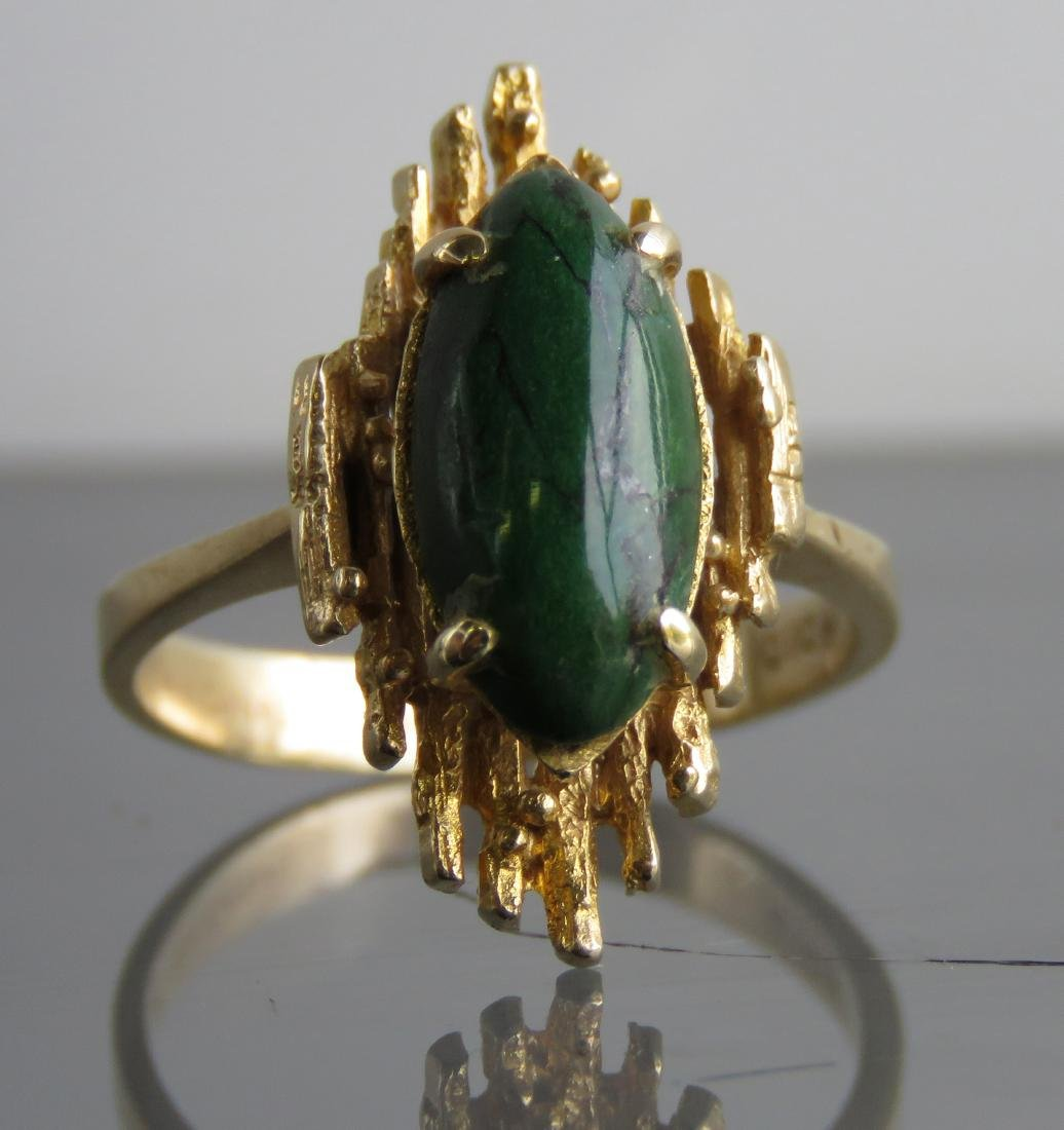 14K YELLOW GOLD AND GREEN HARDSTONE RING. RING SIZE 7