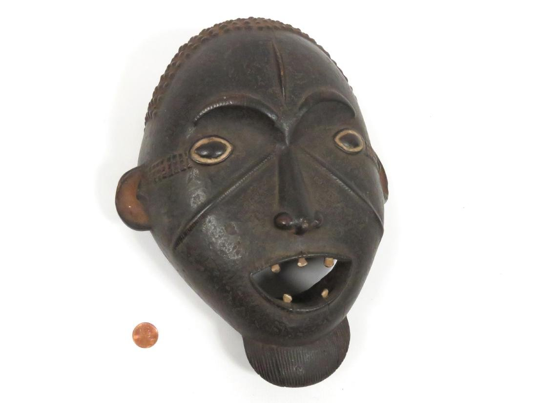INGALA, NIGERIA, CARVED AND PAINTED RITUAL MASK. HEIGHT - 2