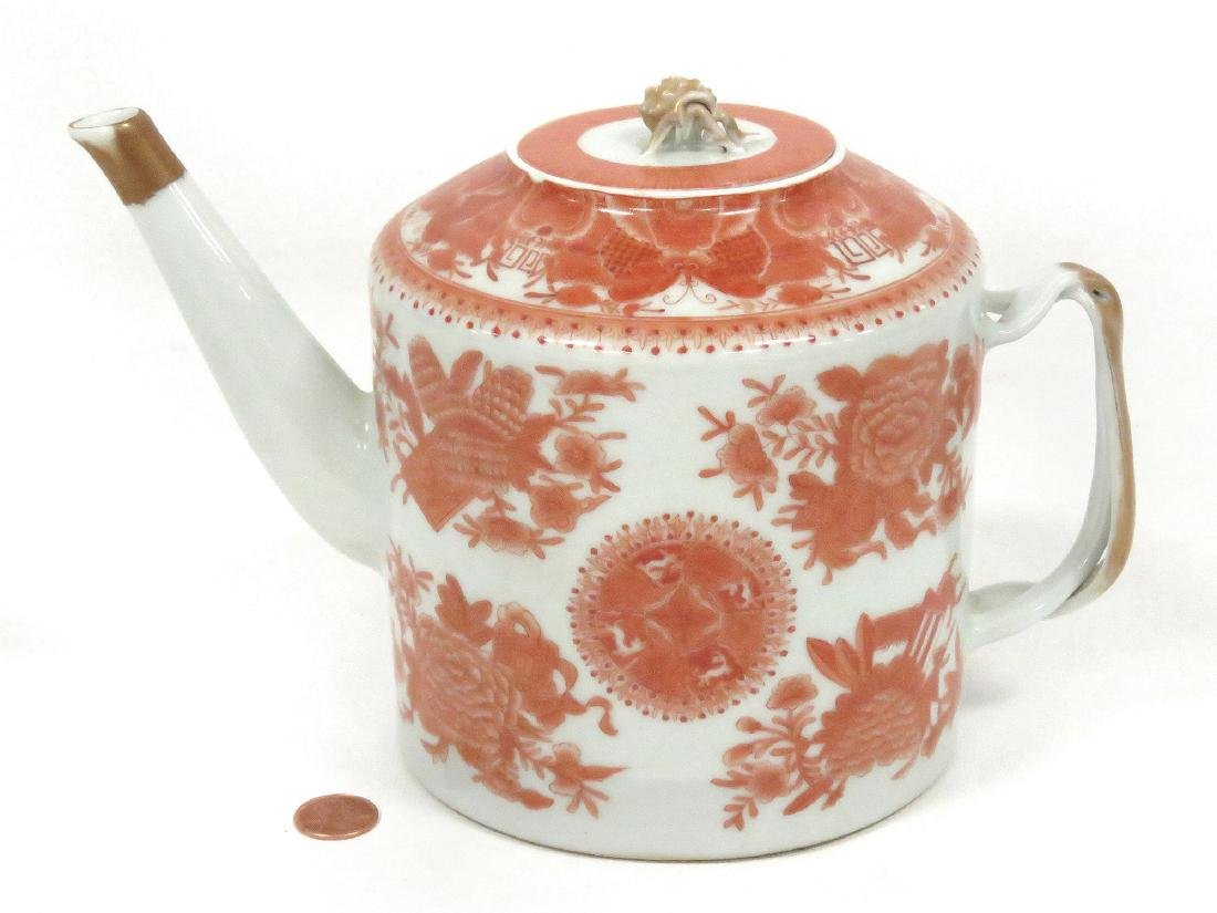 CHINESE EXPORT PORCELAIN DECORATED FITZHUGH TEAPOT.