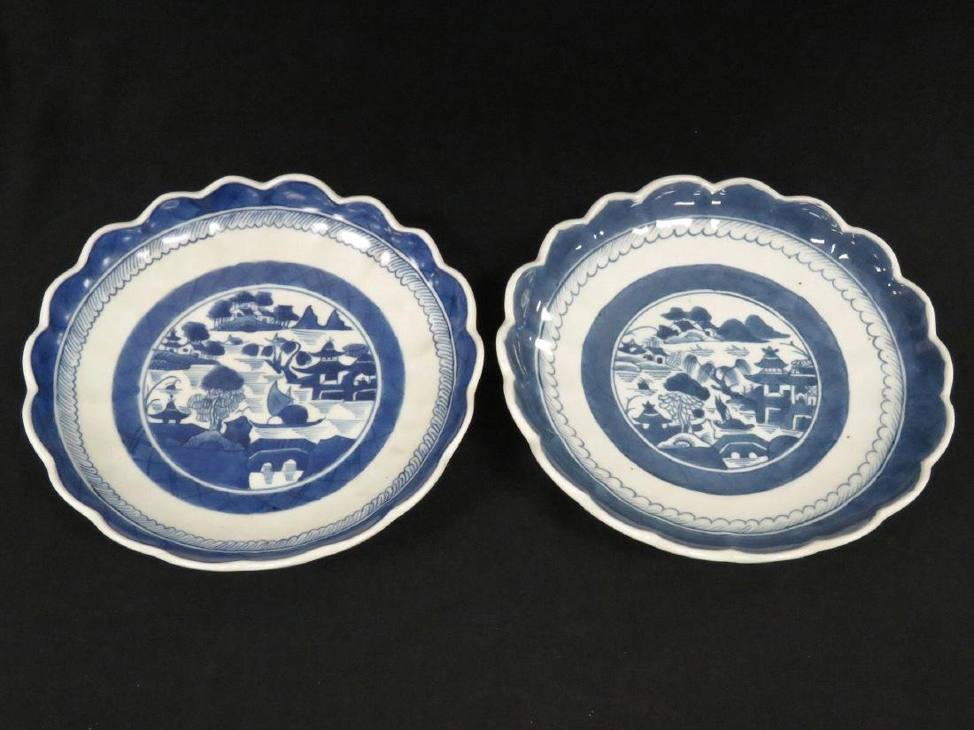 LOT (2) CHINESE CANTON EXPORT PORCELAIN SCALLOPED