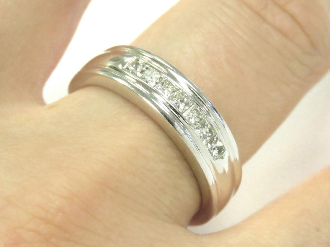 14K WHITE GOLD AND DIAMOND BAND SET WITH (7) 2.5MM