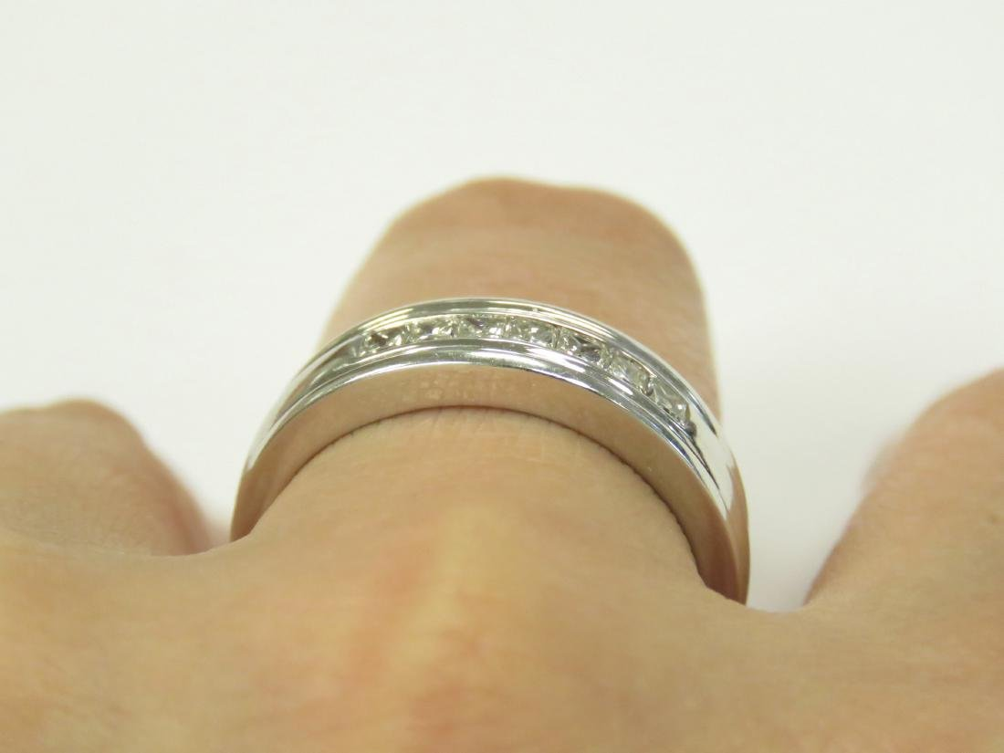 14K WHITE GOLD AND DIAMOND BAND SET WITH (7) 2.5MM - 2