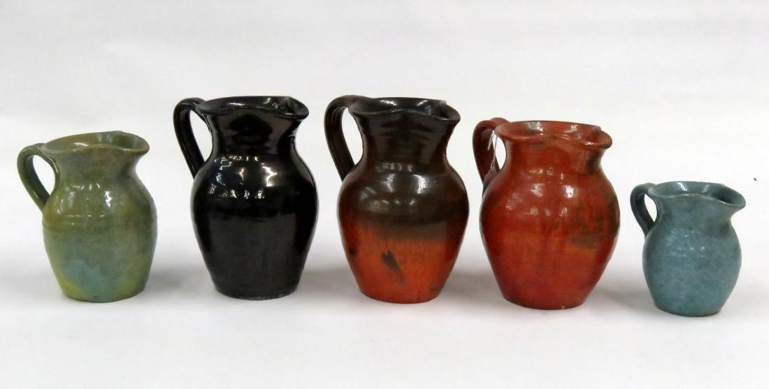 LOT (5) ASSORTED JUG TOWN POTTERY PITCHERS, SIGNED.