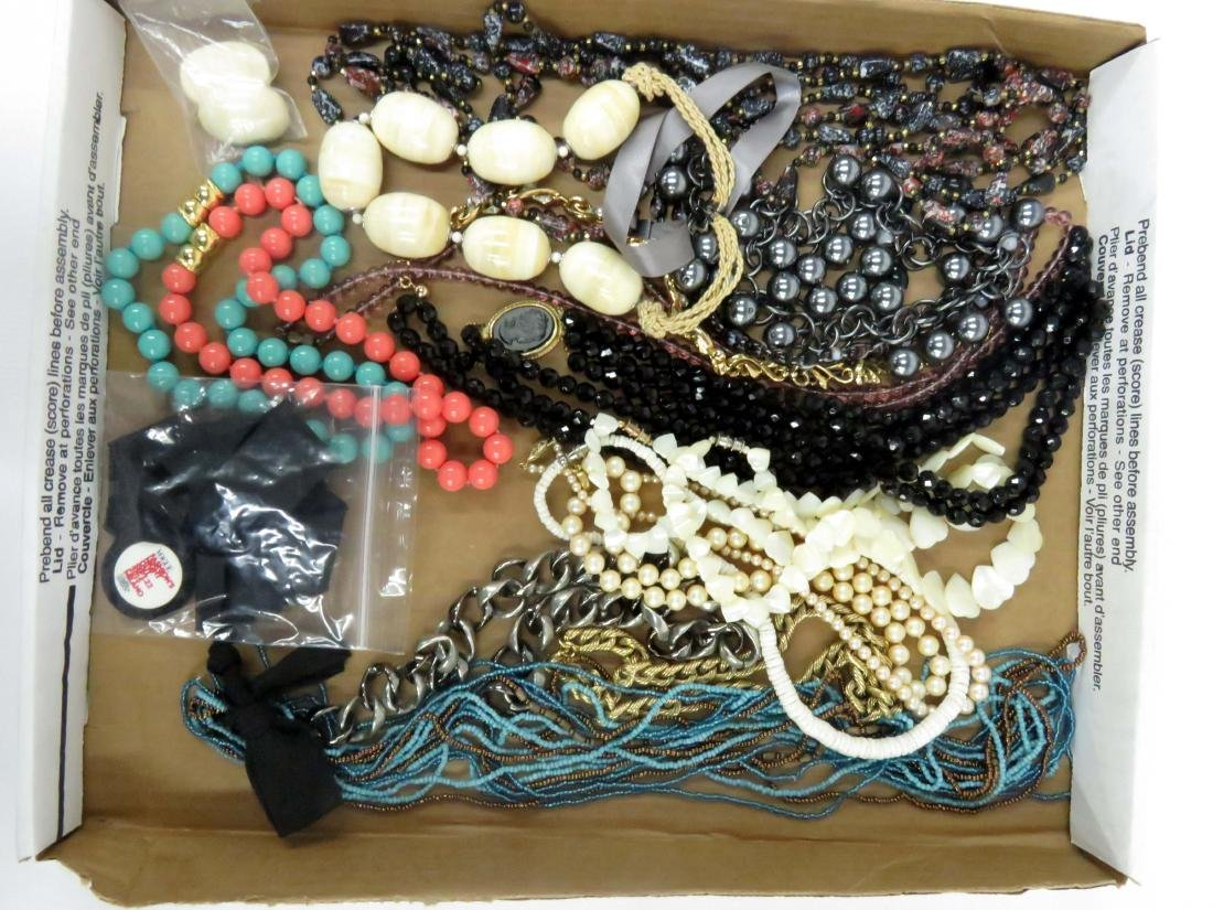 LOT ASSORTED COSTUME JEWELRY NECKLACES INCLUDING