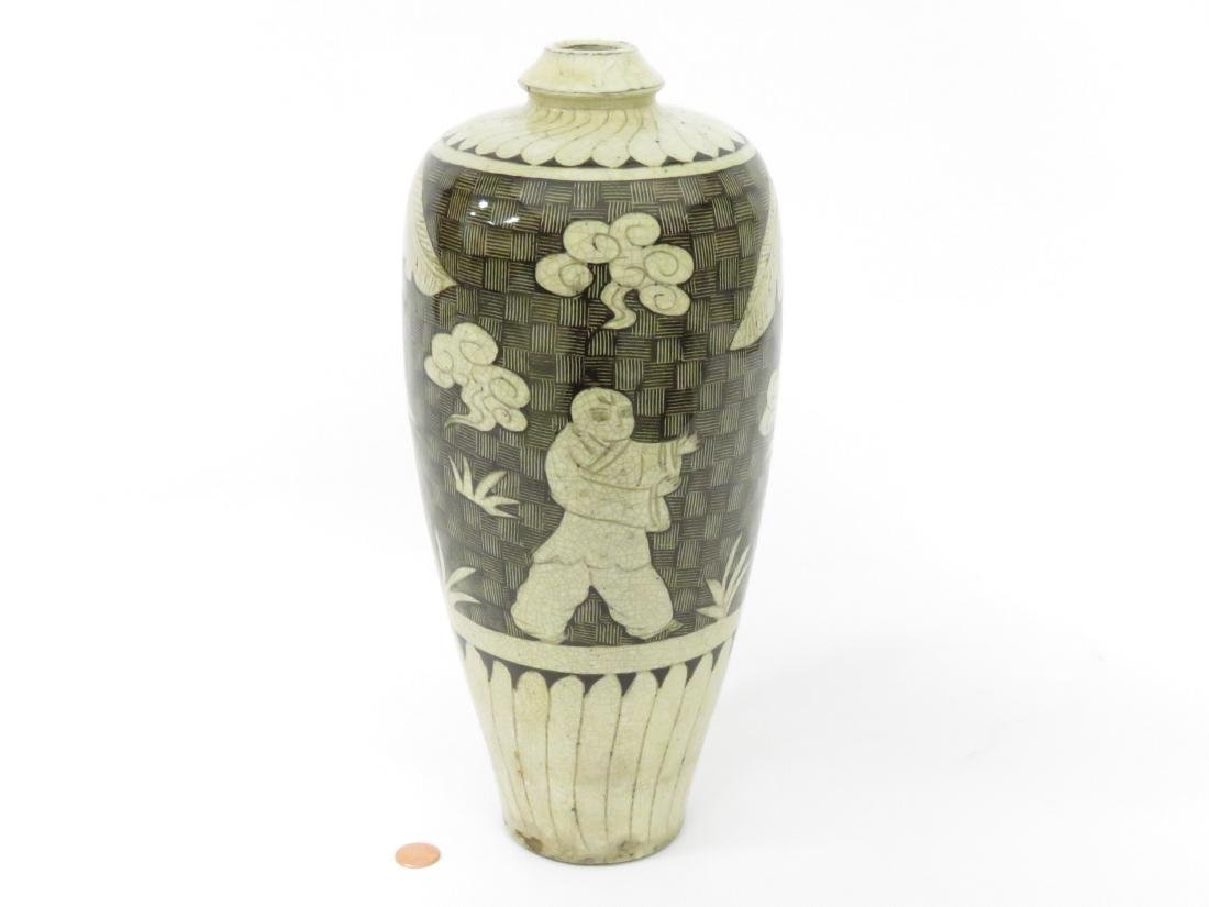 CHINESE DECORATED PORCELAIN MEI PING-FORM VASE. HEIGHT - 2