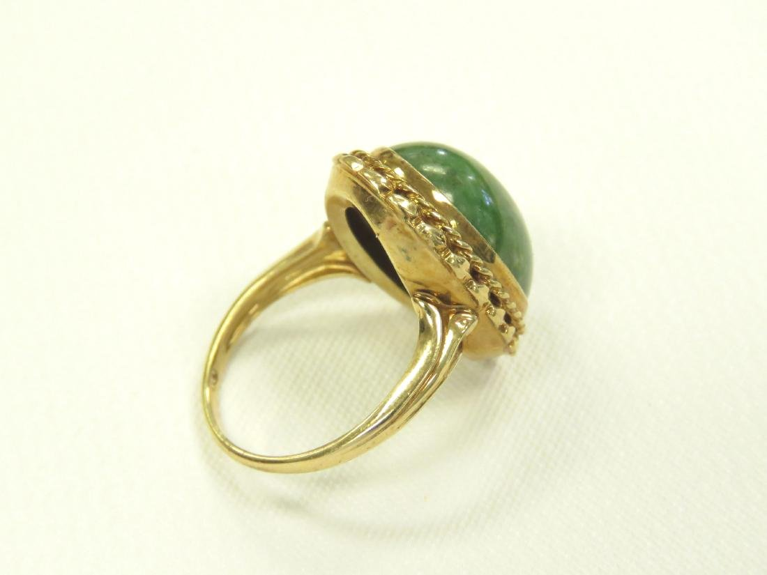 14K YELLOW GOLD AND CABOCHON GREEN HARDSTONE RING. RING - 3