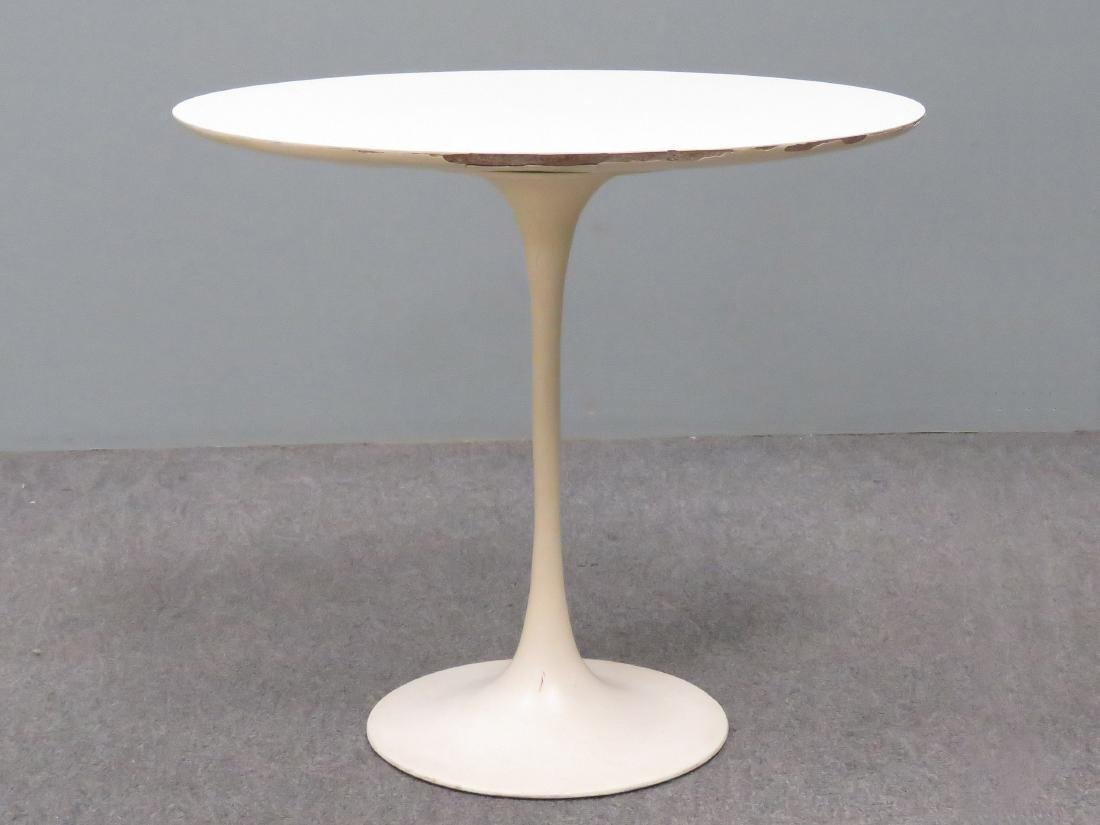 SAARINEN FOR KNOLL INTERNATIONAL OVAL TULIP SIDE TABLE.