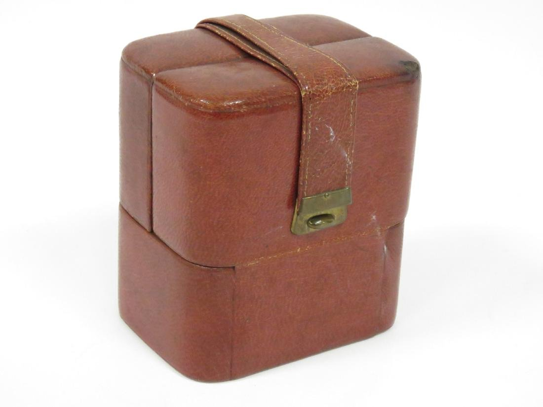 VINTAGE LEATHER TRAVELING CASE WITH COLOGNE BOTTLES. - 4