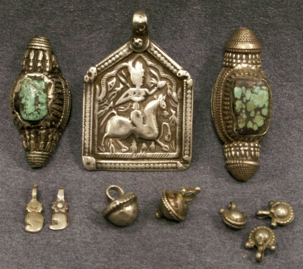 1010: LOT INDIAN/TIBETAN SILVER PENDANTS