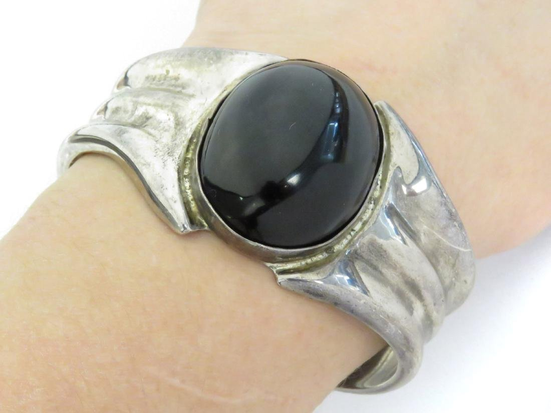 MEXICAN 925 SILVER AND ONYX CUFF BRACELET, SIGNED HOB.
