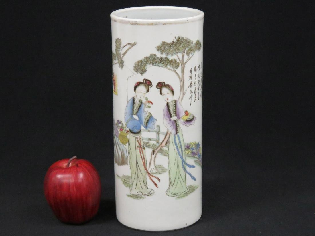 CHINESE FAMILLE ROSE DECORATED PORCELAIN HAT/WIG STAND,