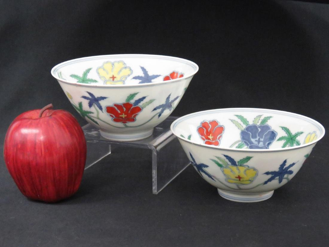 PAIR CHINESE DECORATED PORCELAIN BOWLS, BEARING CH'ENG