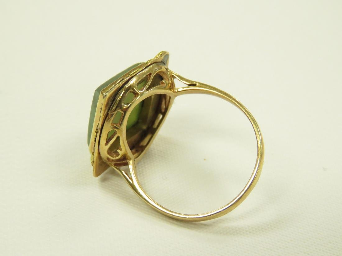 14K YELLOW GOLD AND JADE RING. RING SIZE 8 1/2; GROSS - 2