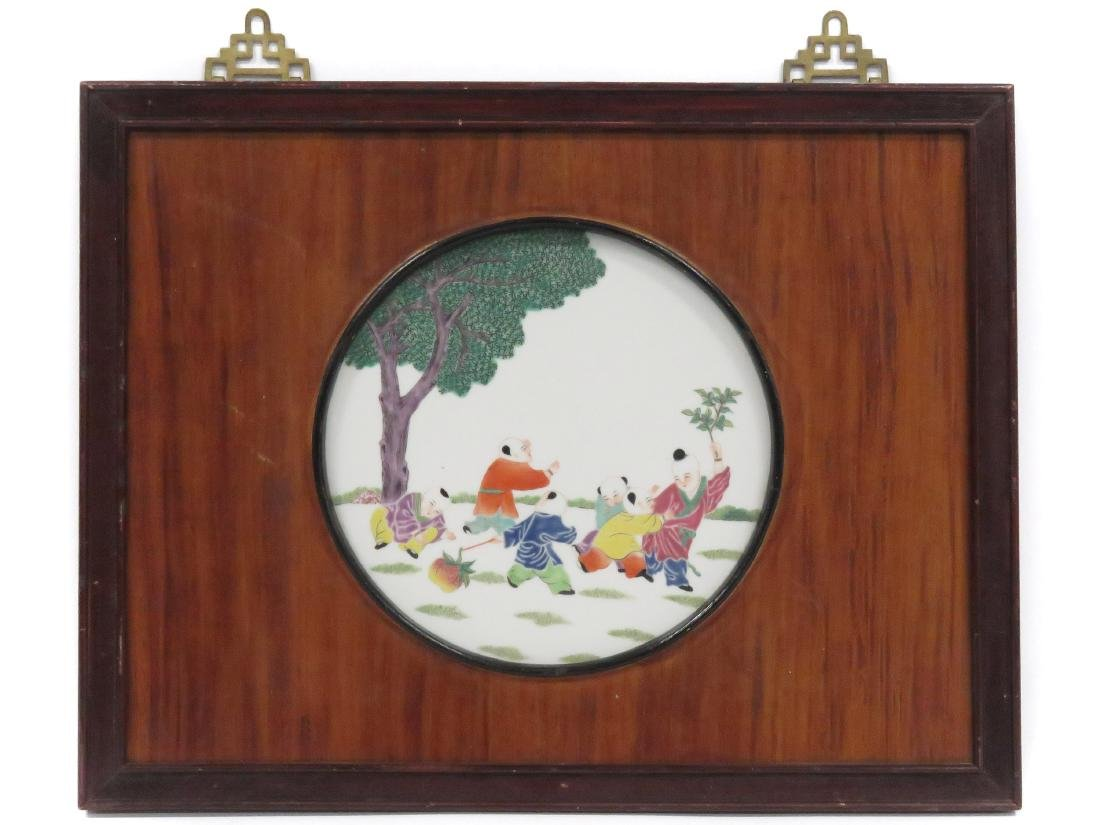 CHINESE FAMILLE ROSE DECORATED PORCELAIN PLAQUE.