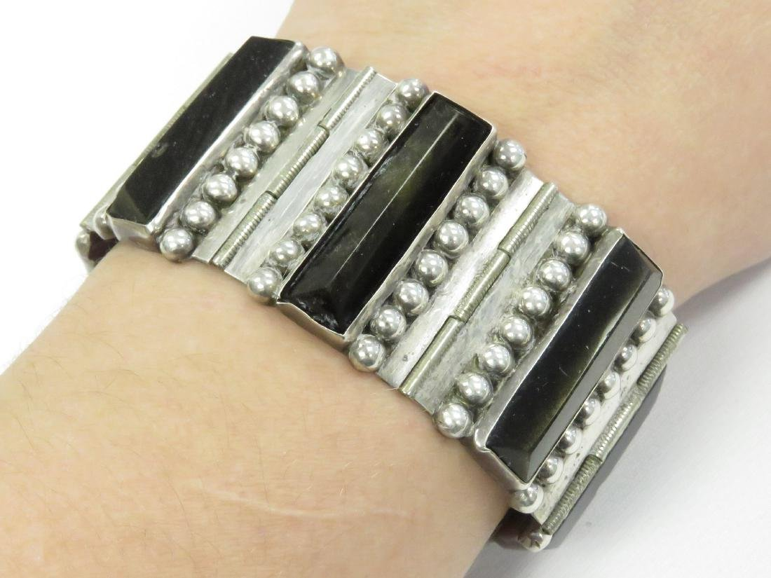 MEXICAN 925 SILVER AND ONYX HINGED BRACELET, SIGNED