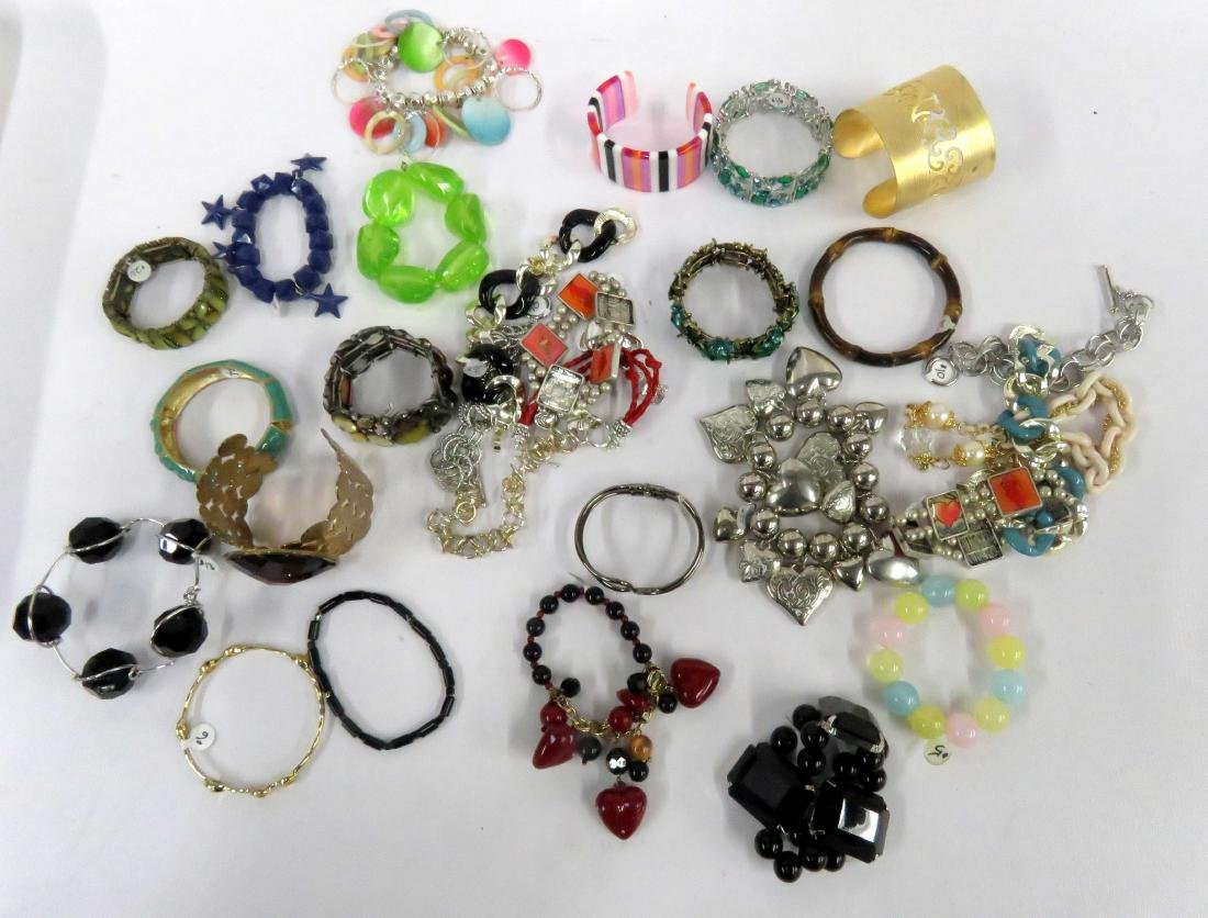 BOX LOT ASSORTED COSTUME JEWELRY