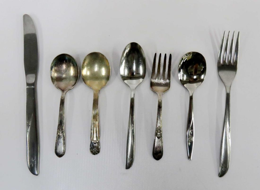 LOT CHILDREN'S FLATWARE INCLUDING 1847 ROGERS AND