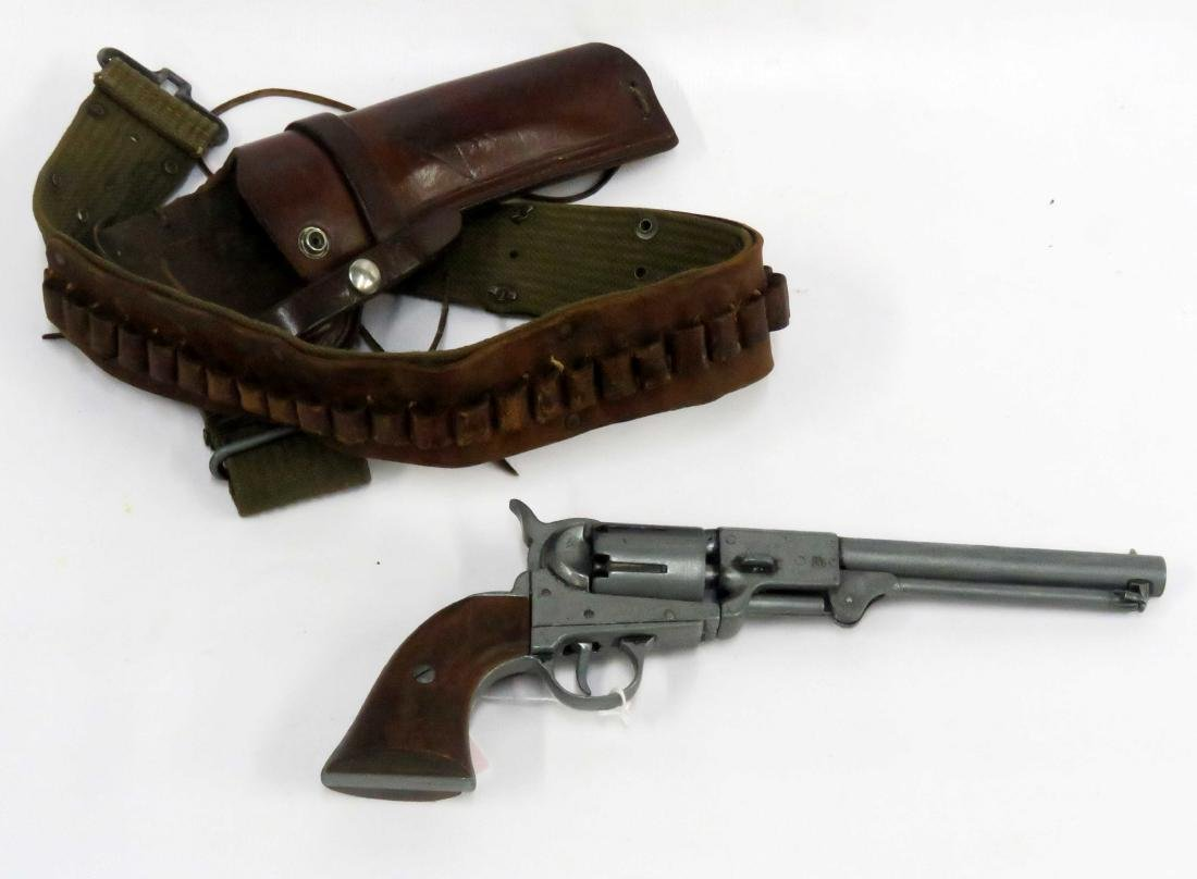6-SHOOTER CAP PISTOL WITH HOLSTER