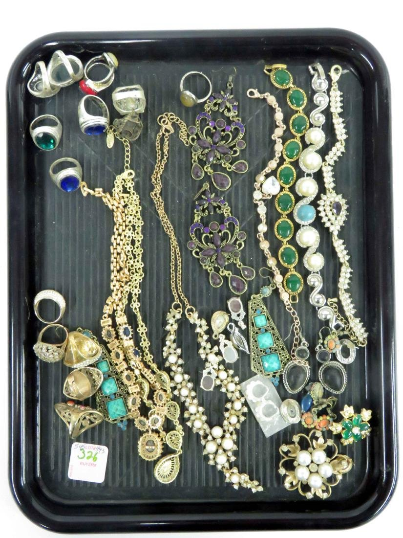 LOT ASSORTED COSTUME JEWELRY INCLUDING BRACELET,
