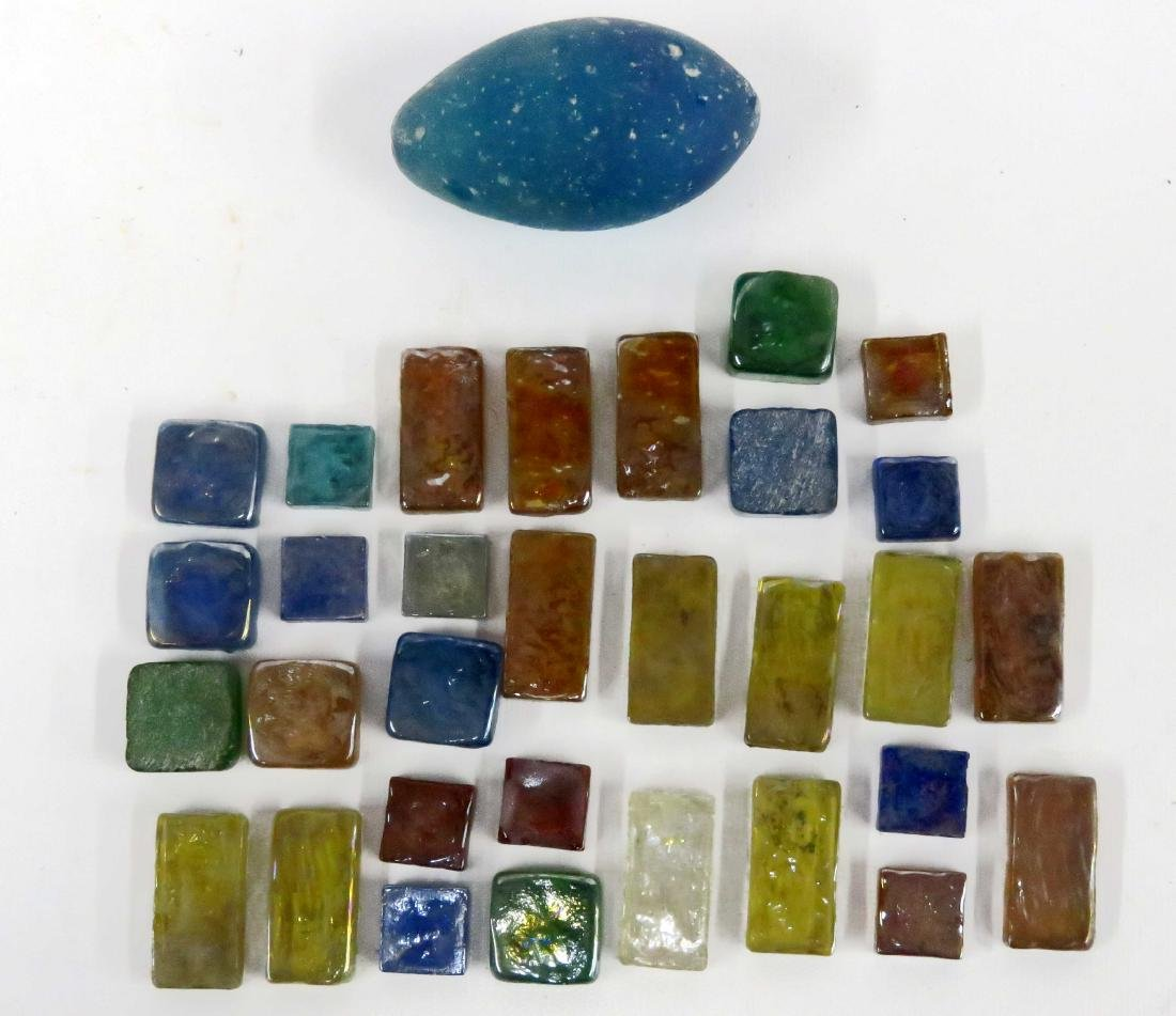 LOT INCLUDING ASSORTED IRRIDESCENT ART GLASS TILES