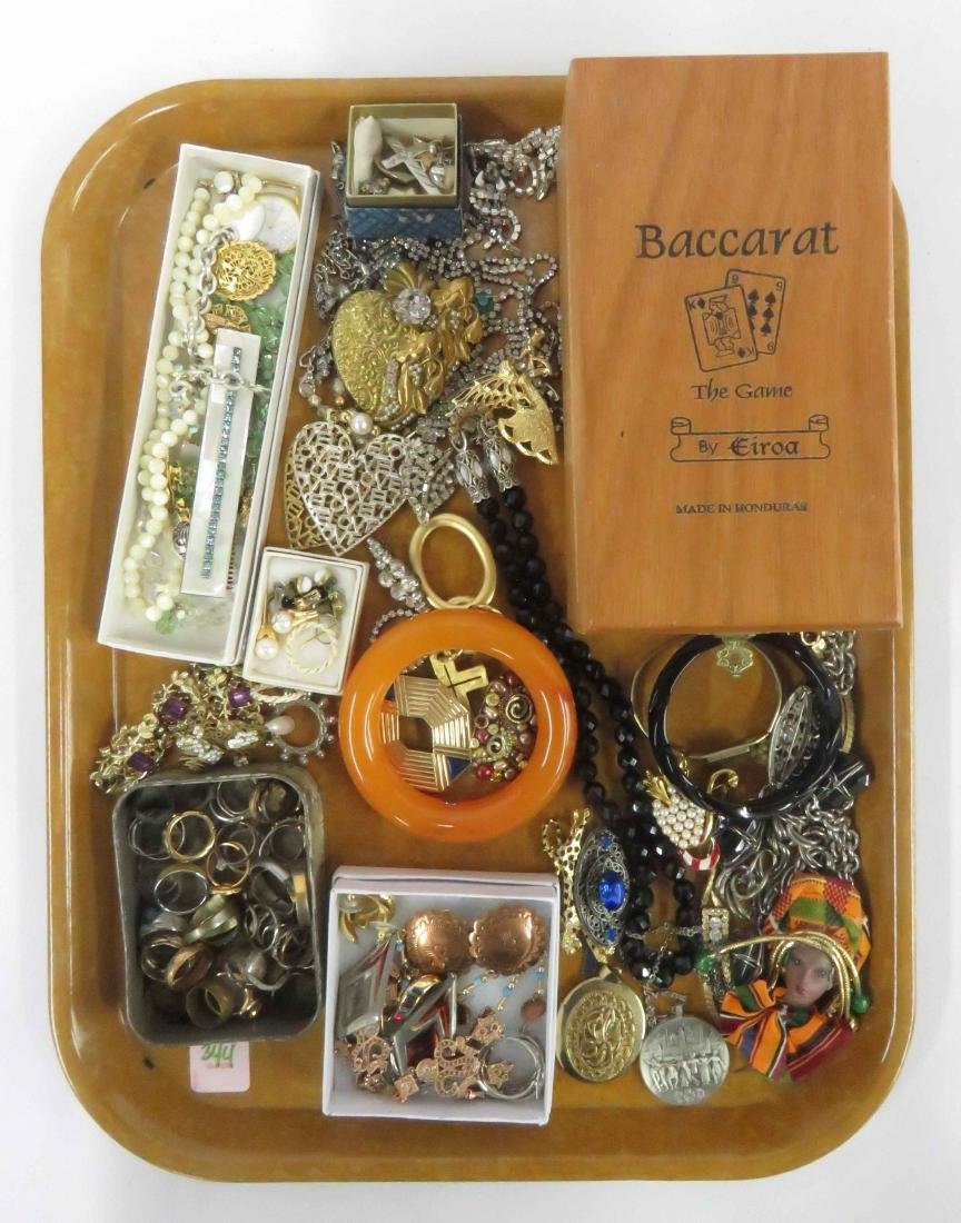 LOT ASSORTED COSTUME JEWELRY INCLUDING KENNETH LANE AND