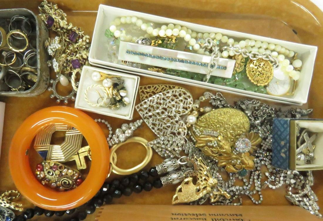 LOT ASSORTED COSTUME JEWELRY INCLUDING KENNETH LANE AND - 3