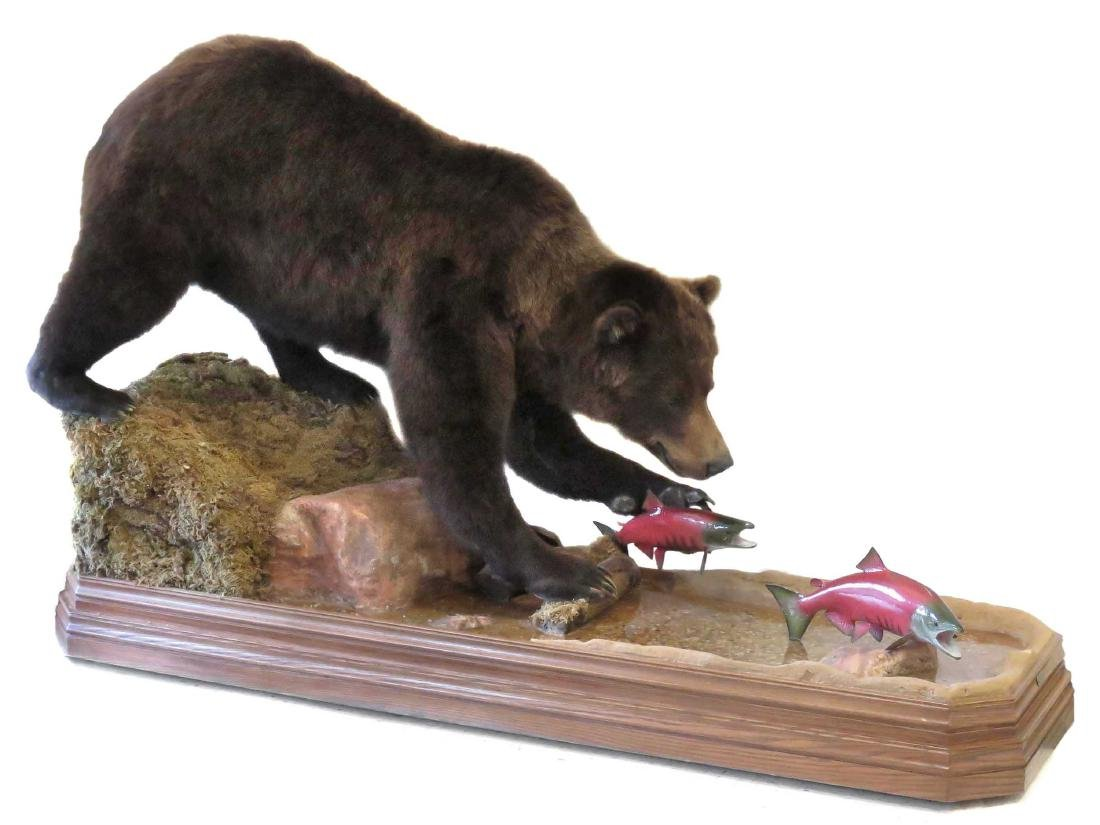 RUSSIAN GRIZZLY BEAR FULL BODY TROPHY MOUNT WITH FISH